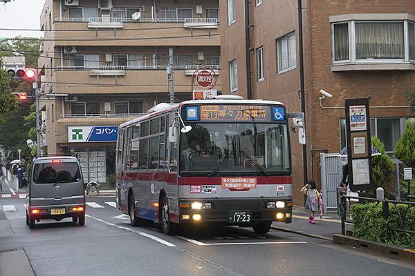 http://hokuten.sakura.ne.jp/blog/images/bus/tokyu/150826_25.jpg